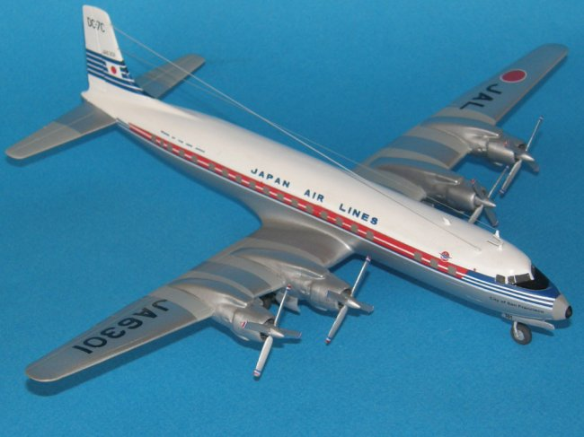 Douglas DC-7 C Japan Air Lines in 1//144 von Roden