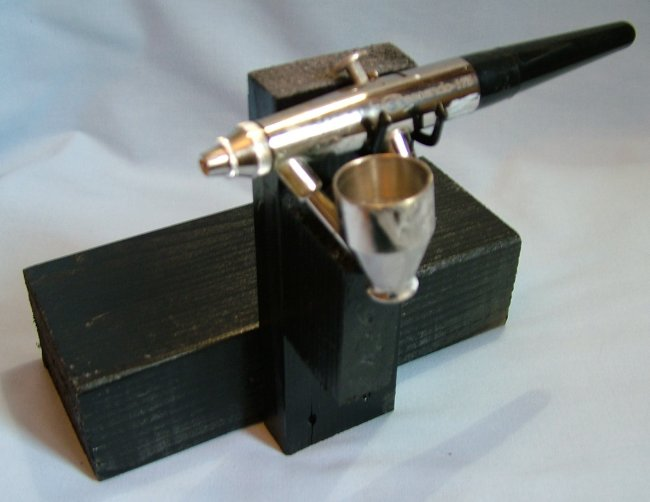 deluxe airbrush holder by angus mcdonald